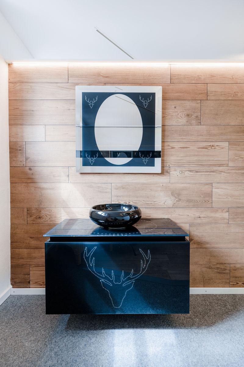 ... in verschiedenen Größen und Formaten, kombiniert mit Fliesen in Holzoptik