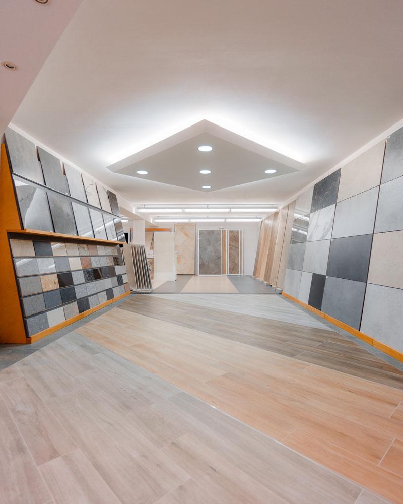 Große Ausstellungsräume für  Fliesen, Holz- und Vinylböden