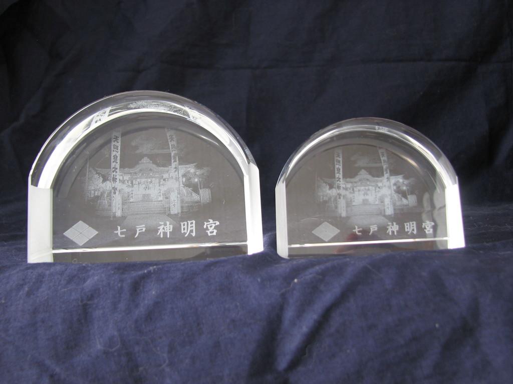 11)ルーペ:側面に本殿、拝殿を写真のまま2Dレーザー加工