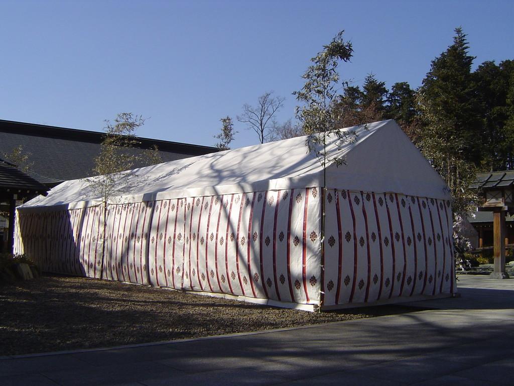 6)三方幕・朽木紋テント=背面:櫻木神社(千葉県)