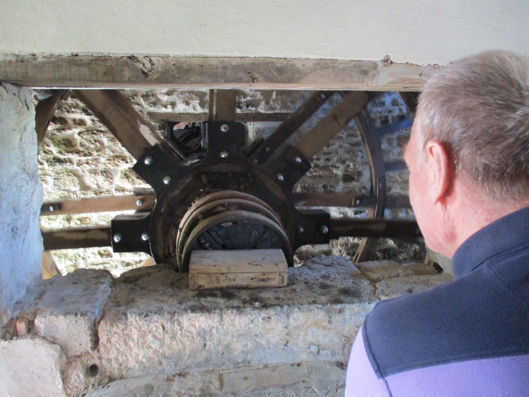 La roue du moulin en fonctionnement