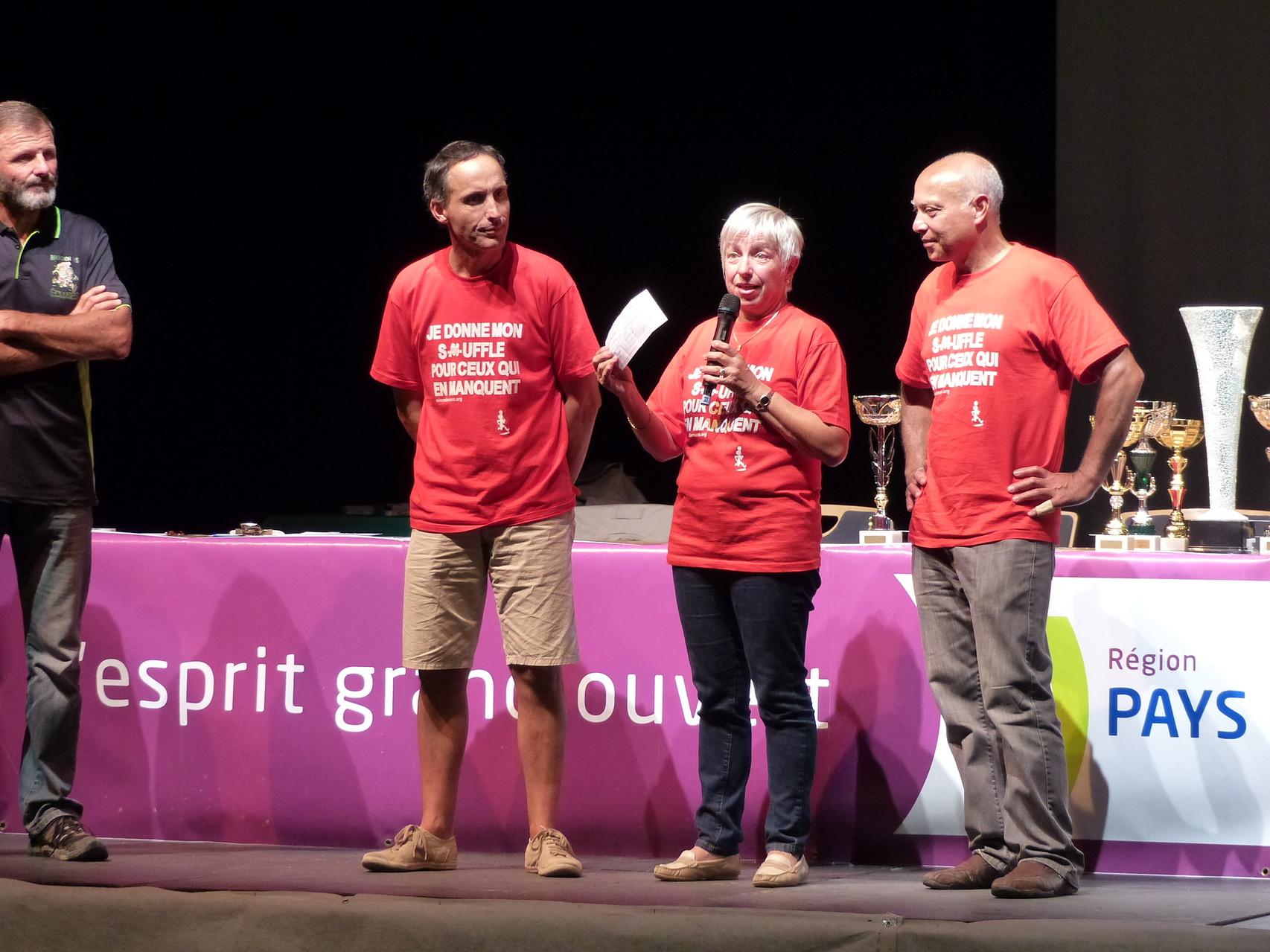 12 000 € remis aux virades de l'espoir, par les organisateurs