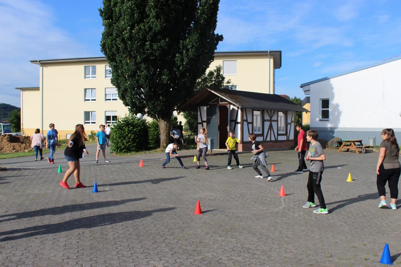 Spiel und Spaß auf dem Schulhof ...