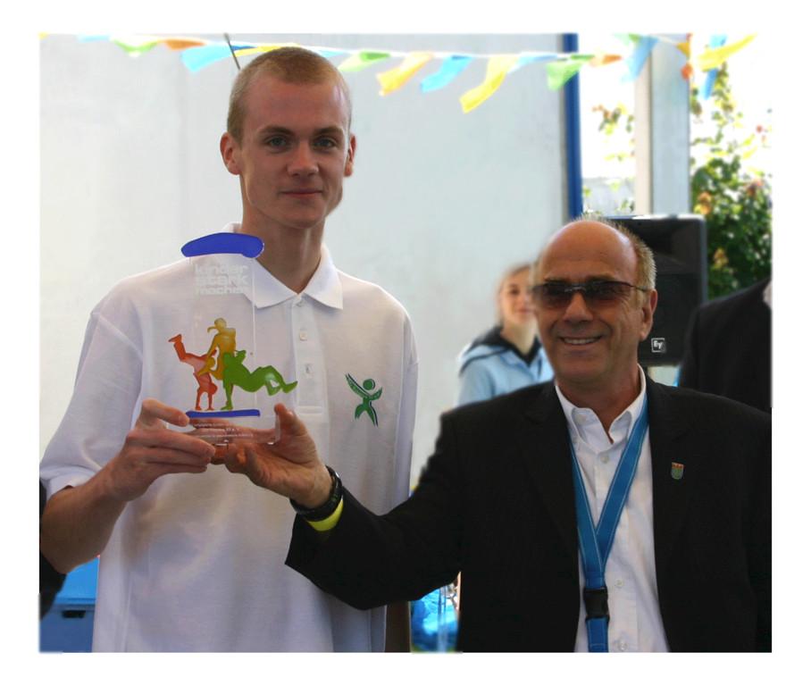 Siegfried Abé und Conrad (SG Treptow) erhalten Kinder Stark machen Preis 06/2009
