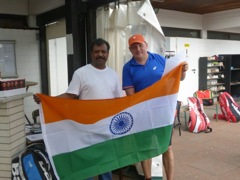 """Clubwirt Jega Jegatheeswaran freute sich über viele hungrige Gäste, nicht nur aus """"Indien""""."""