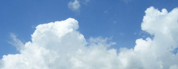 blau weißer Himmel
