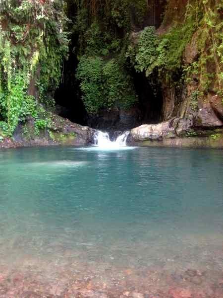 Der natürliche Pool mitten im Fluss