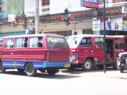 Kleinbusse zur Verbindung von größeren Gemeinden