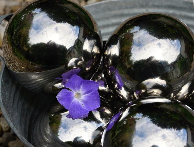 Edelstahlkugeln edelstahlkugel garten edelstahlkugeln for Gartenteich deko