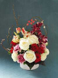ギフト・花・お祝い・記念日 紅白のバラで和風に お正月にぴったりの華やかなアレンジ
