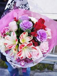 フラワーギフト・花・お祝い・誕生日 アマリリスとバラを使ったボリュームある花束