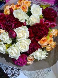 フラワーギフト・花・送別・退職・お祝い バラとシャクヤクを使った花束