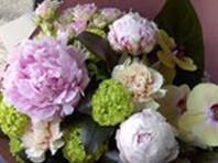 フラワーギフト・花・お祝い・花束 シャクヤク・ランなどを使った和風花束