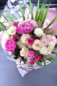 ギフト・花・お祝い・記念日 シャクヤクやトルコキキョウを使った花束