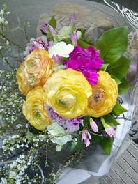 フラワーギフト・花・送別・退職・お祝い ラナンキュラスを使った爽やかな花束