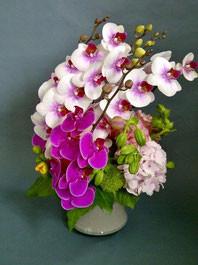 フラワーギフト・花・お祝い・アレンジ・贈り物 ランを使って目を引く和風のアレンジ