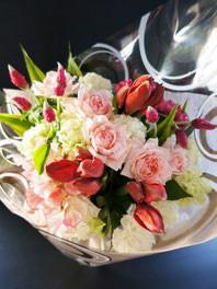 フラワーギフト・花・送別・退職・お祝い 淡いピンクのバラやスイートピーを使った優しい雰囲気の花束