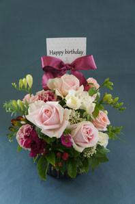 フラワーギフト・花・お祝い・アレンジ・贈り物 ピンクのバラでふんわりと優しい雰囲気のアレンジ
