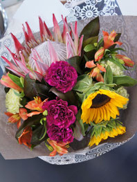 フラワーギフト・花・お祝い・花束 キングプロティアを使って南国風花束