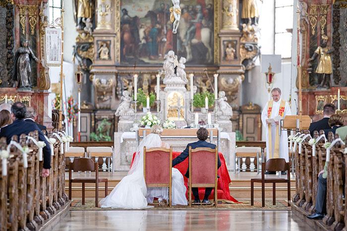 Hochzeit im der Kirche Weissenau in Ravensburg mit Dekoration von Efi