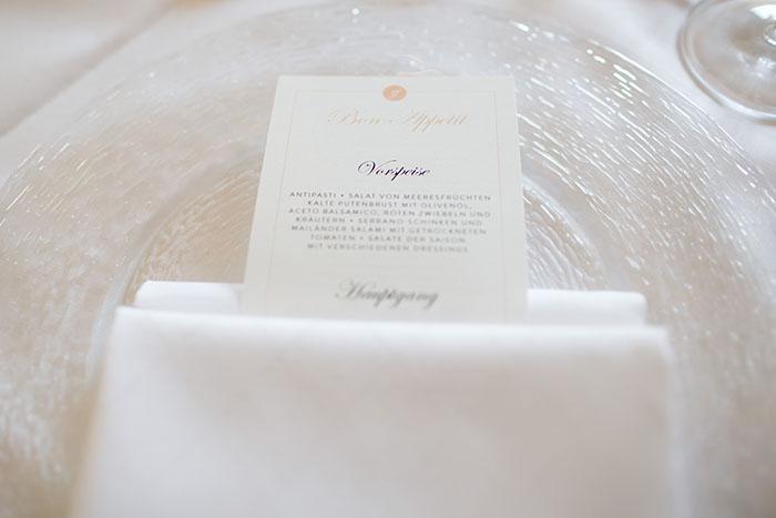 edle Hochzeitsmenükarte und gesamte Papeterie von der Hochzeitsagentur Efi