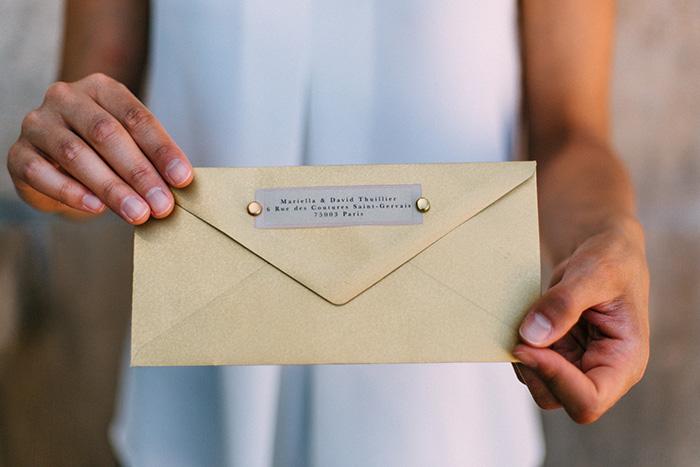 Dankeskarte mit goldenem Umschlag und Veredelung