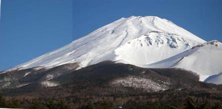 写真1 水ヶ塚公園駐車場から. 撮影:小森次郎会員,2011年3月15日 小森次郎会員が富士山東麓におけるスラッシュなだれを調査していた合間に撮影したもの.