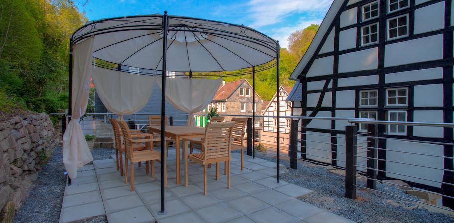 Die Terrasse läd zum Kaffetrinken und zu Gesprächen ein