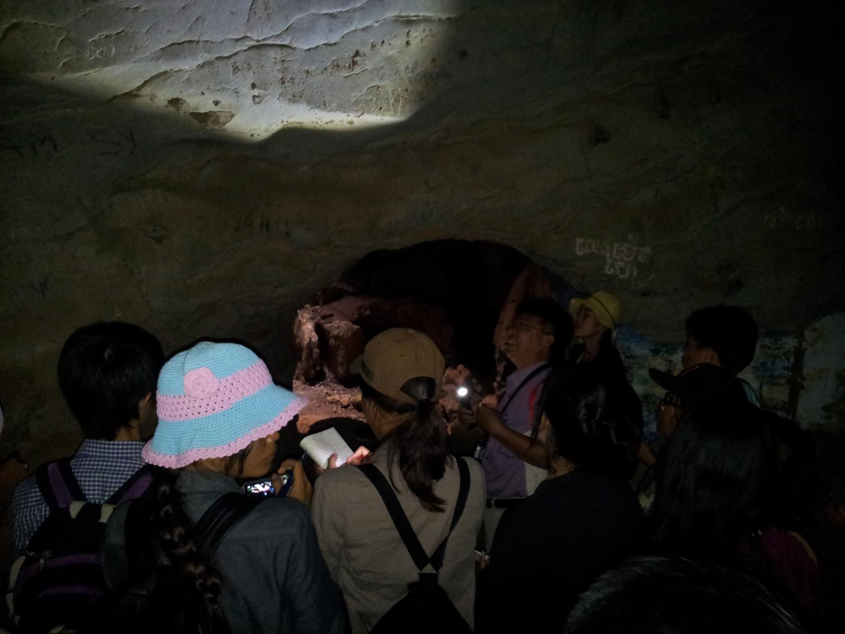 Dans une grotte à Takeo, 2014
