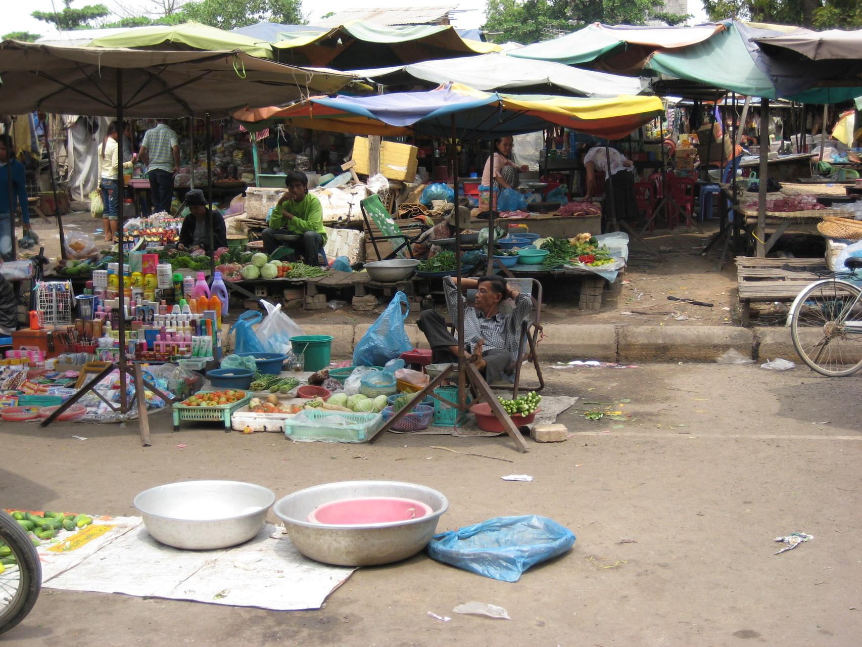 Un marché à Phnom Penh. Photo prise par Joseph Thach.