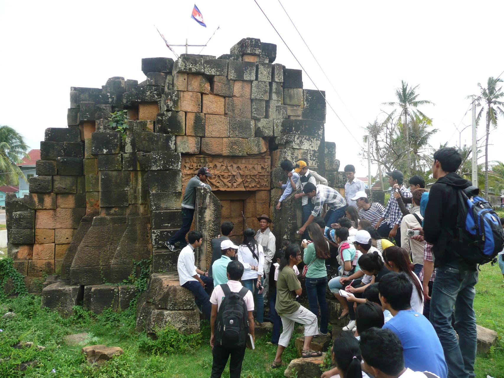 Visite des sites archéologiques dans la province de Battambang, 2012