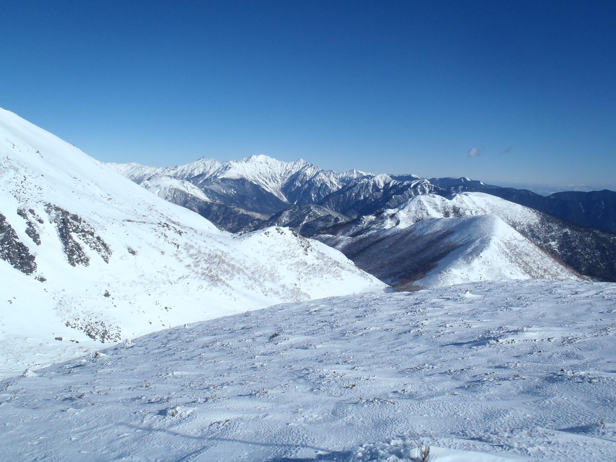 大丹生岳東面より硫黄岳・十石大山と槍・穂高連峰
