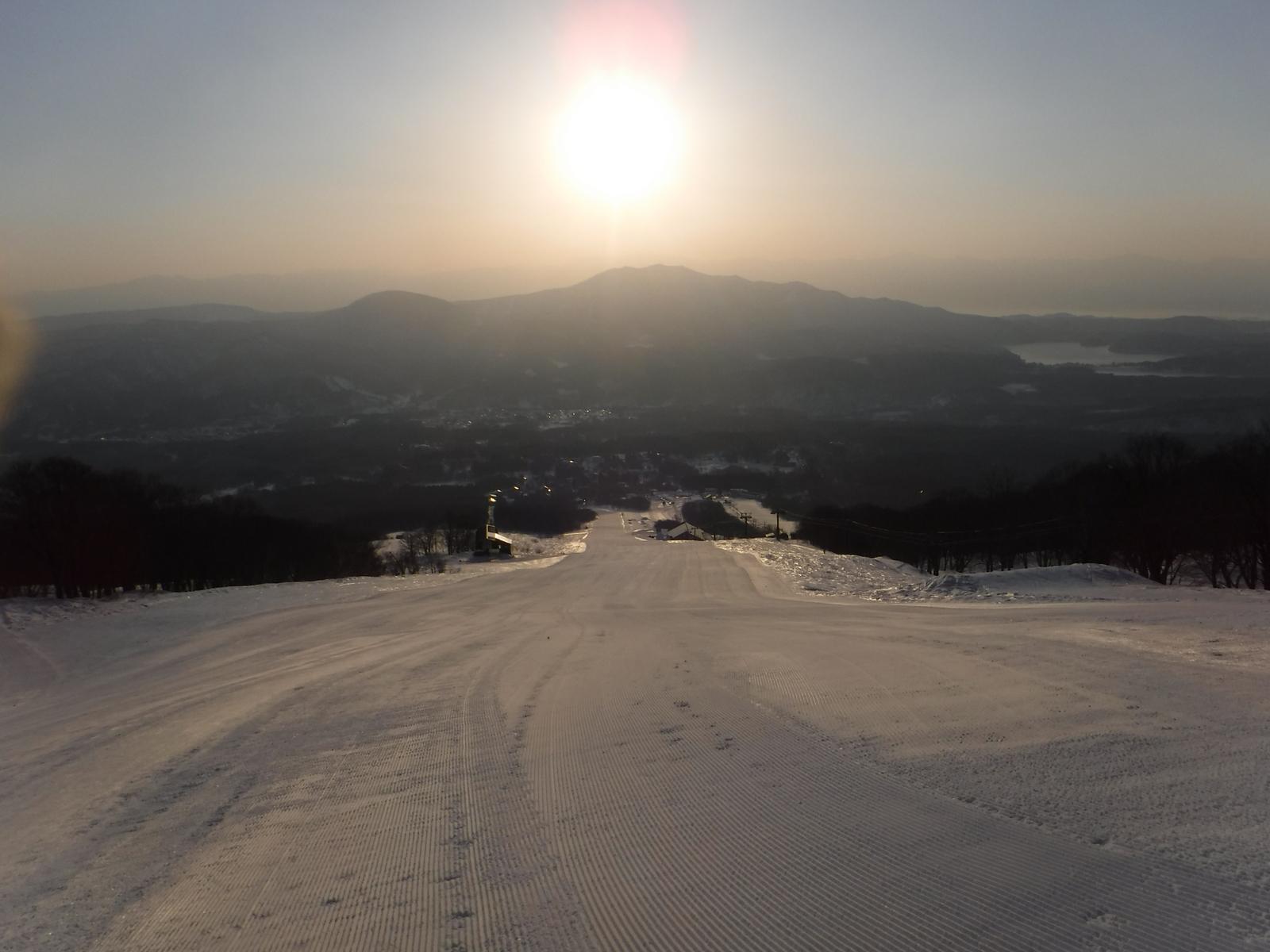 7:05 ゲレンデ内は圧雪されガリガリ、せっかくの新雪を!