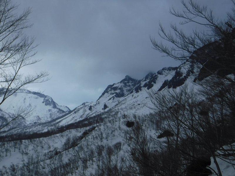 17:15 ガスが掛かってきた阿彌陀山
