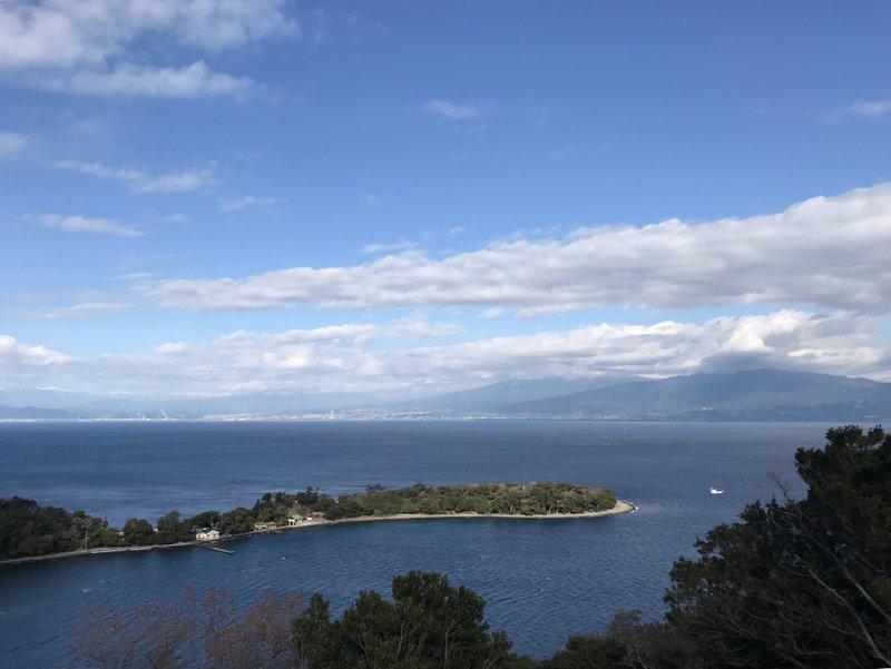 10:30 大瀬崎 富士山は雲の中。南アルプス北部が良く見える。標高200m付近まで登り。