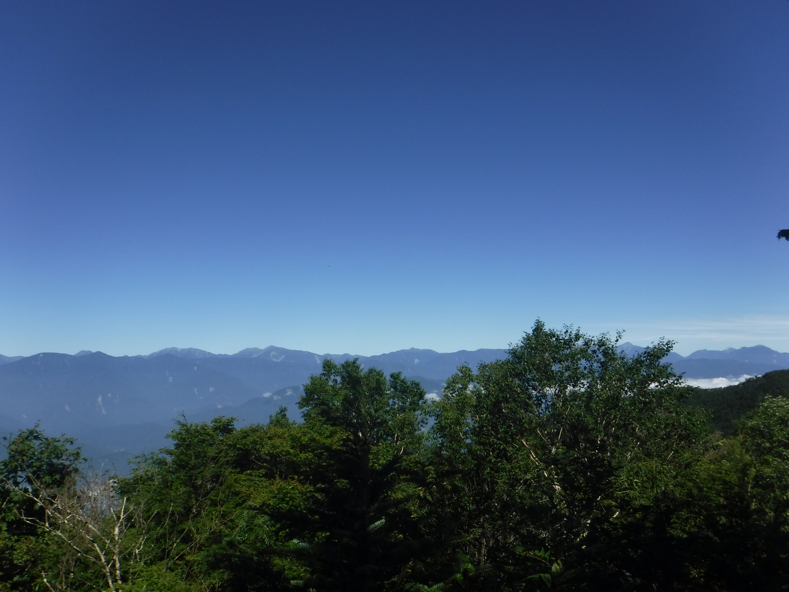 露岩の上から、南ア、八ヶ岳が良く見える