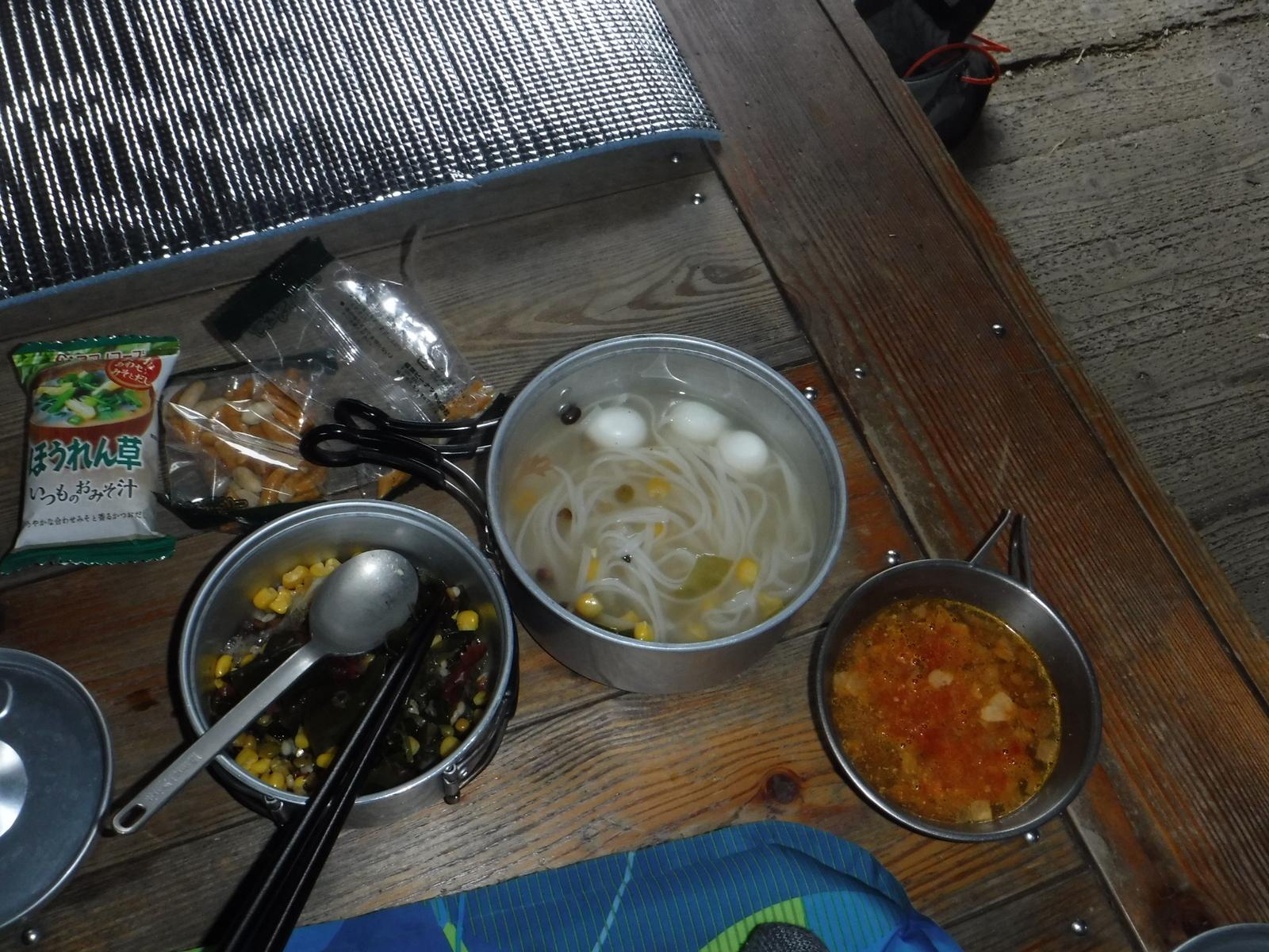 夕食、フォー、海藻サラダ