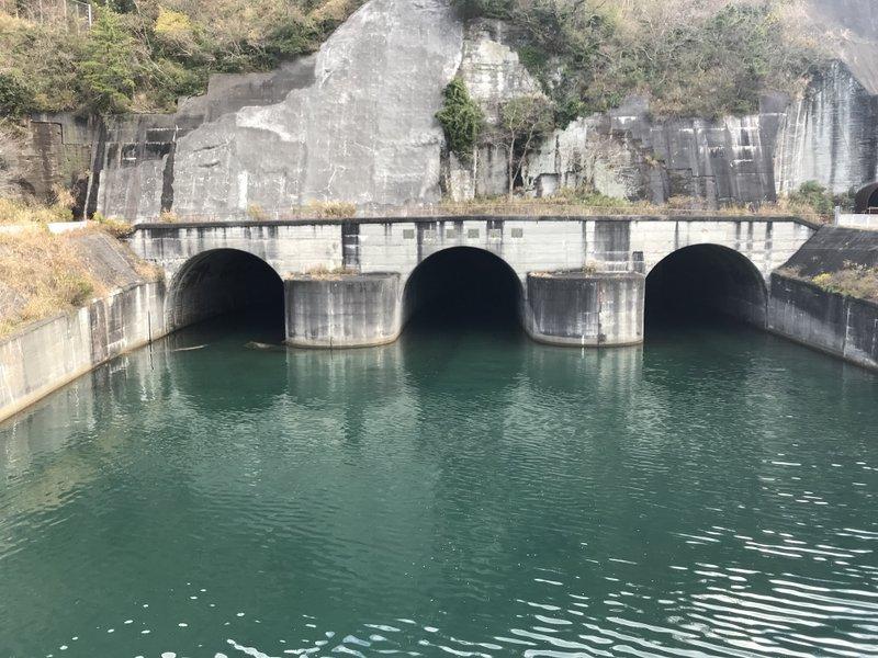 狩野川の放水路。1958年の狩野川台風時は建設中だったとのこと。