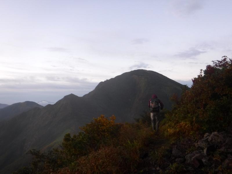 駒ヶ岳から中ノ岳への稜線