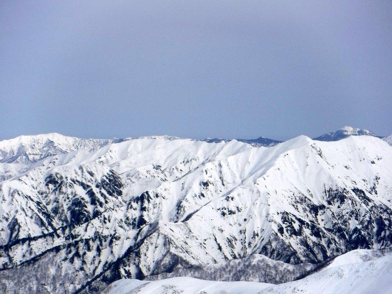 右奥、燧ヶ岳、右手前、茂倉岳、一ノ倉岳