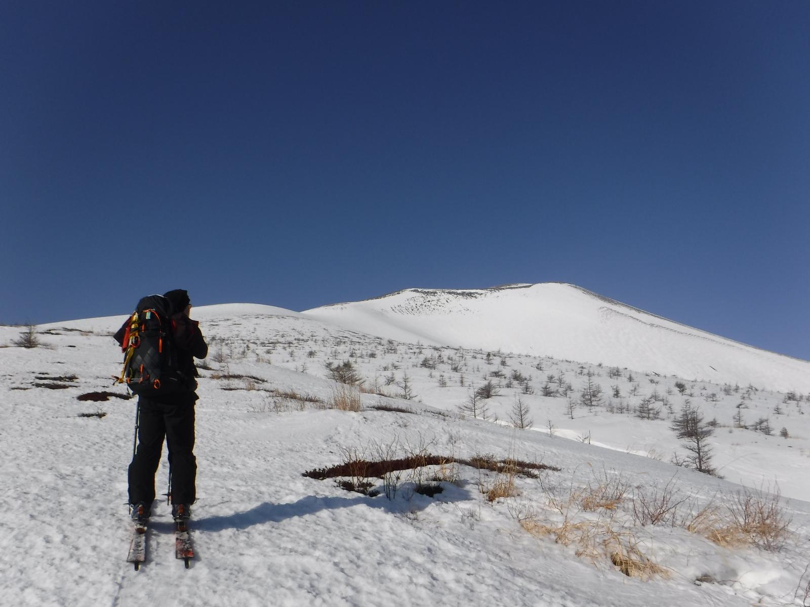 8:15 東前掛け山方面の稜線を望む