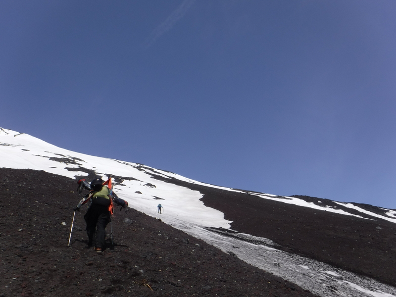 9:20 標高2900m付近、雪が続き始める