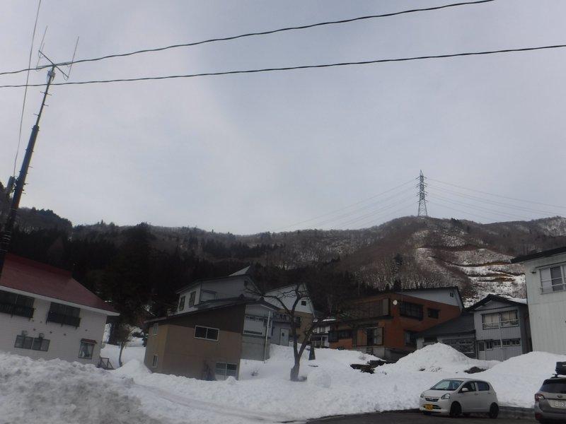 東谷山方面、南面で雪は少ない