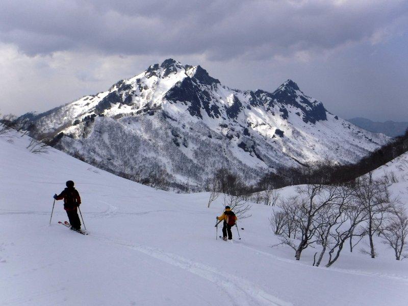 14:40 コルからの滑り、阿彌陀山に向かって