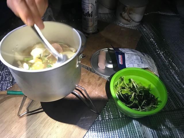 夕食のポトフ、海藻と水菜のサラダ