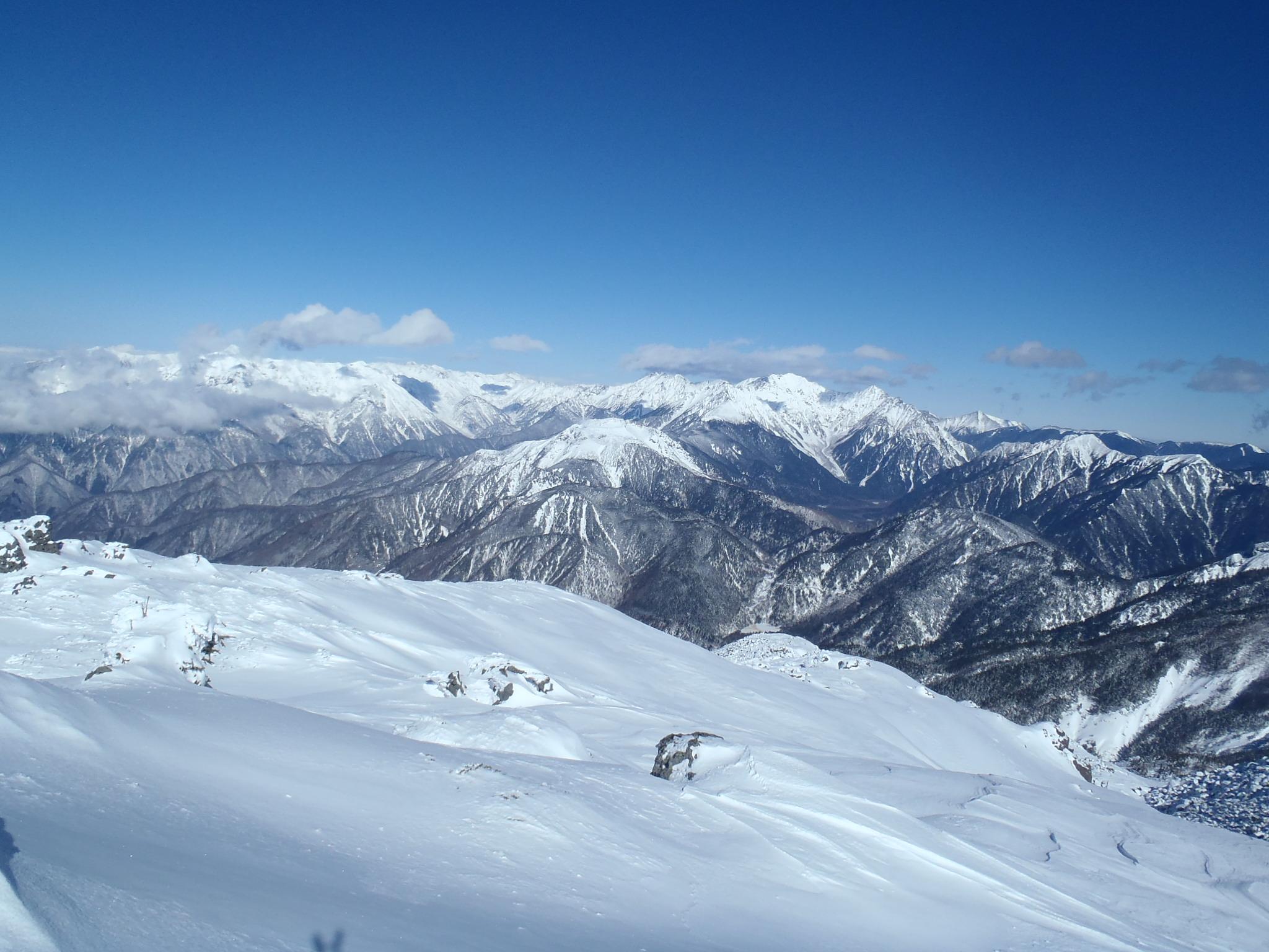 四ッ岳山頂より御岳山・中央アルプス