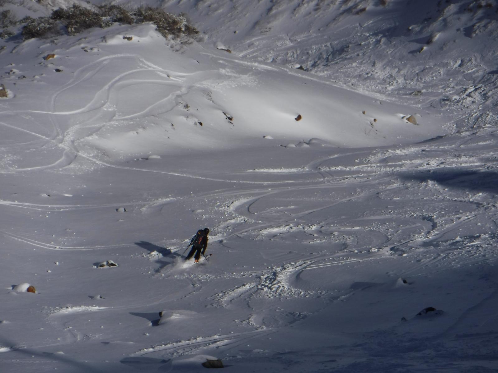 11/21 13:20 雷鳥荘前から、新雪だが、岩がたくさん出ている