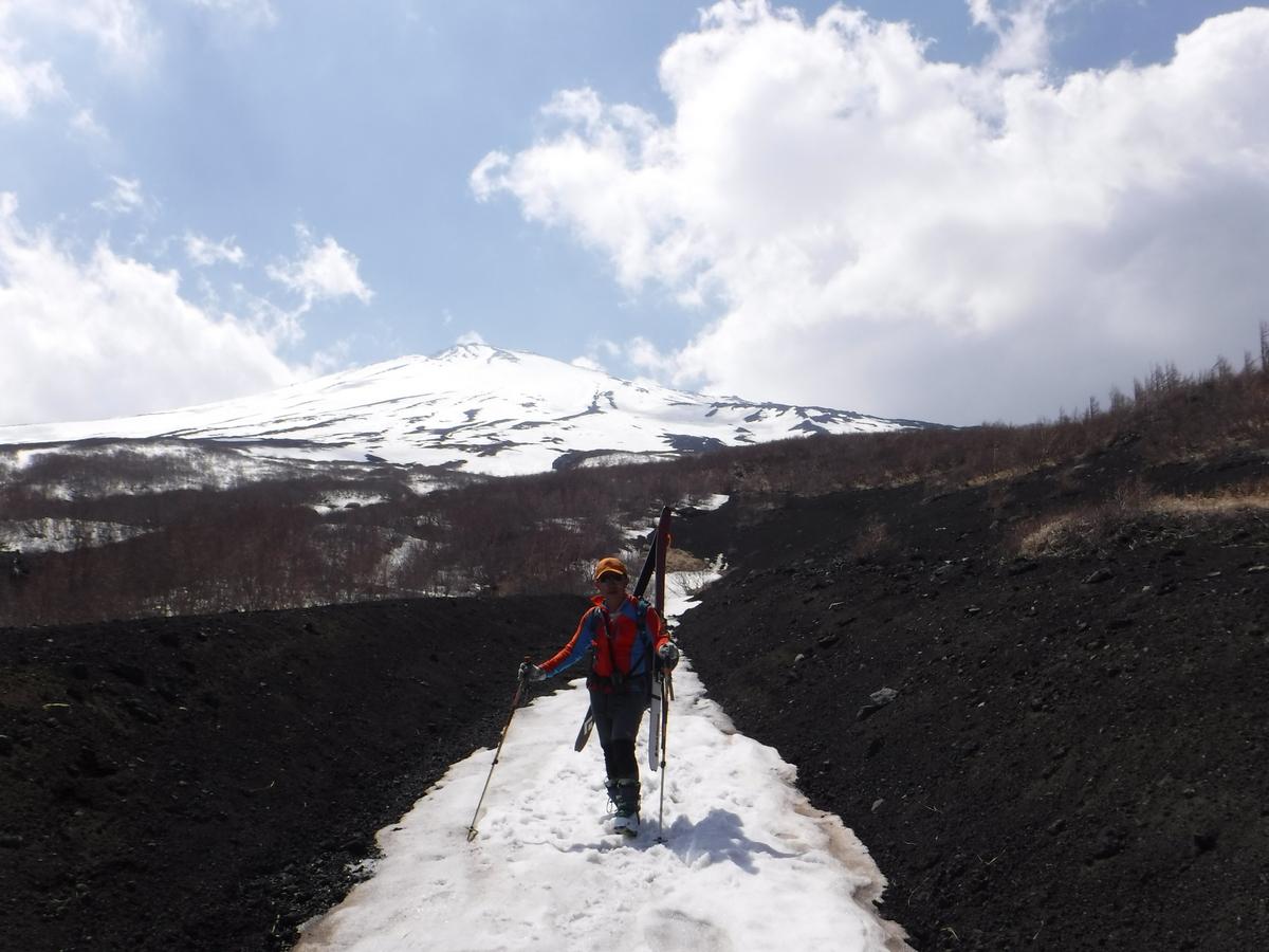 途中まで、まだ雪の上を歩ける