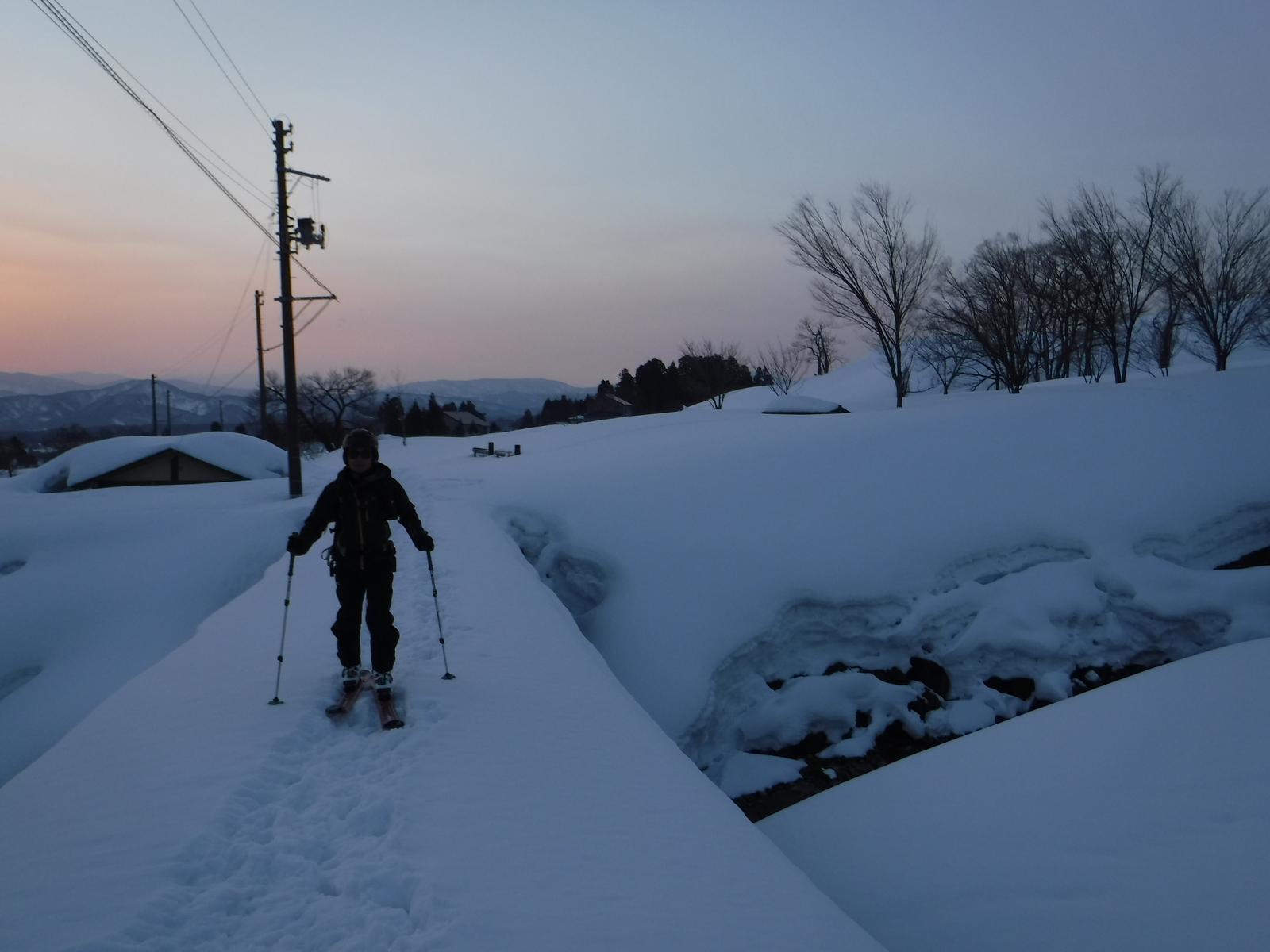 6:50 夜明けの西野谷集落を後に