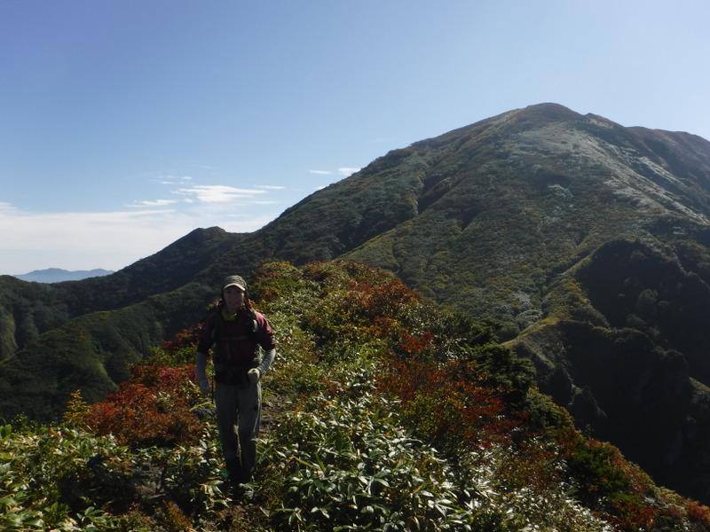 中ノ岳北面も紅葉が始まり美しい